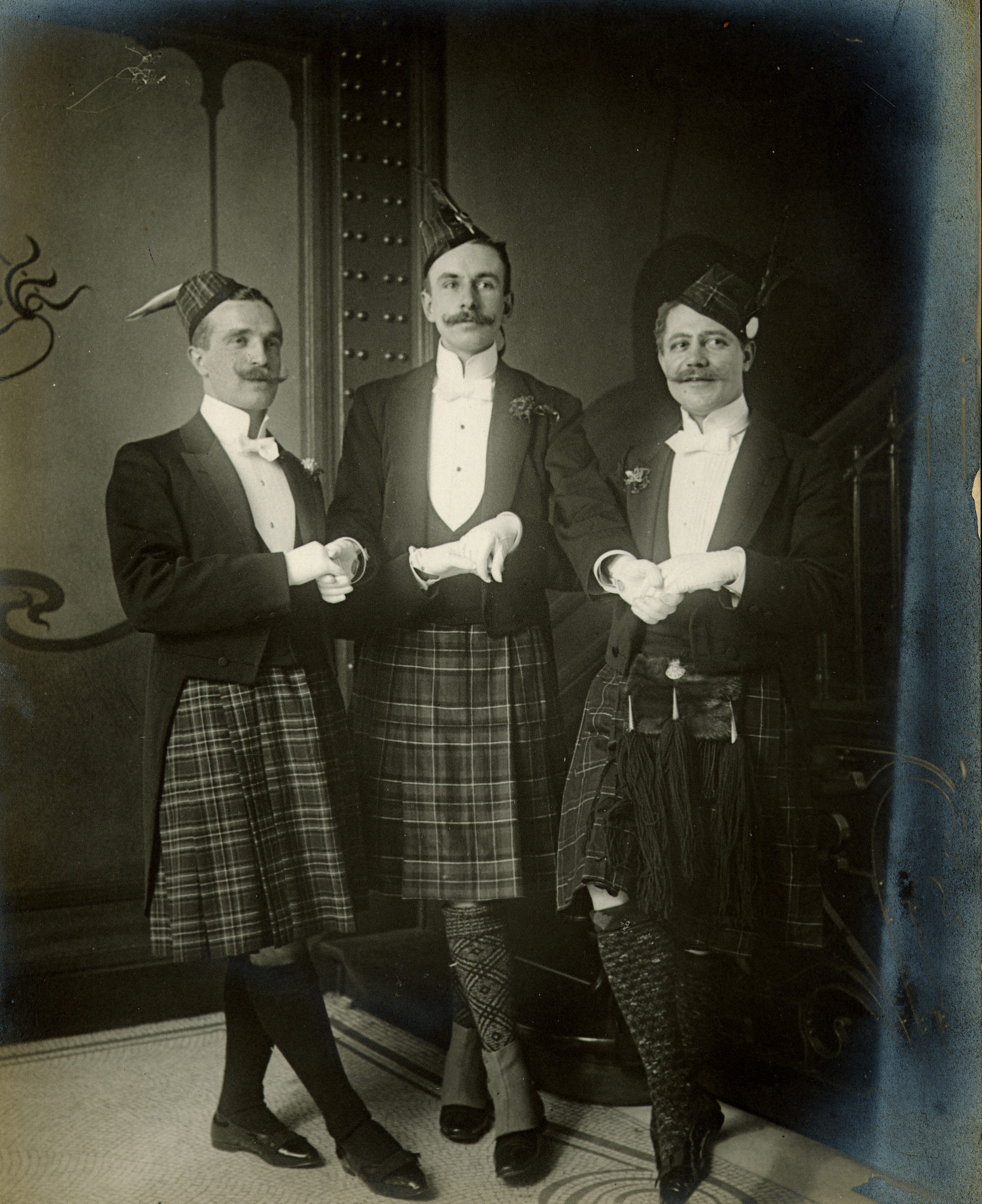 Masked ball, mezzanine landing (old photo) © Archives du Musée Horta, Saint-Gilles. All rights reserved.